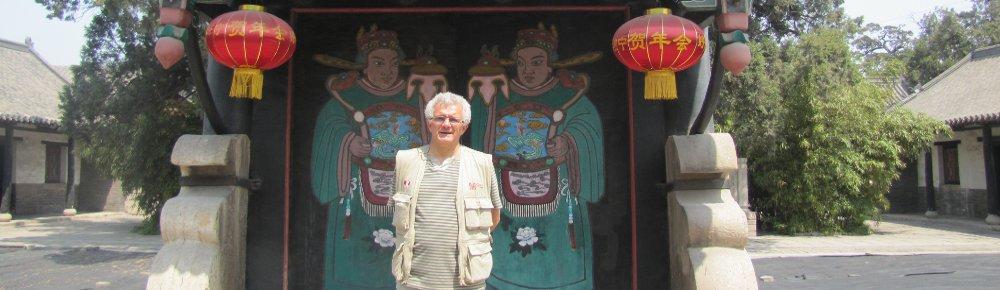 Enzo Cozzi en Mengmiao, Templo de Mencio, Shandong 2012