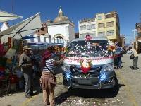 Bendición de autos en santuario de Copacabana